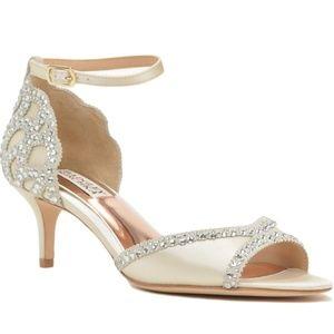 Badgley Mischka Gillian Ivory Kitten Heel Pumps